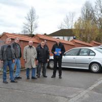 Besichtigung eines möglichen Behindertenparkplatzes beim Friedhof